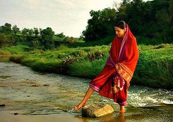 Holy name story: Lady crossing river by chanting name of Hari!