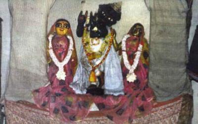 Caitanya lila: Nityananda and Banka Raya